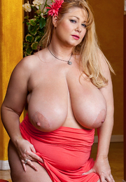 Samantha 38G & Michael Vegas in My Friends Hot Mom - Centerfold