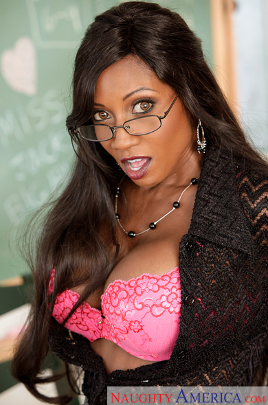 Diamond Jackson teachers her student a lesson in how to fuck a pussy the proper way