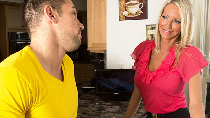 Emma Starr- Seduced By A Cougar