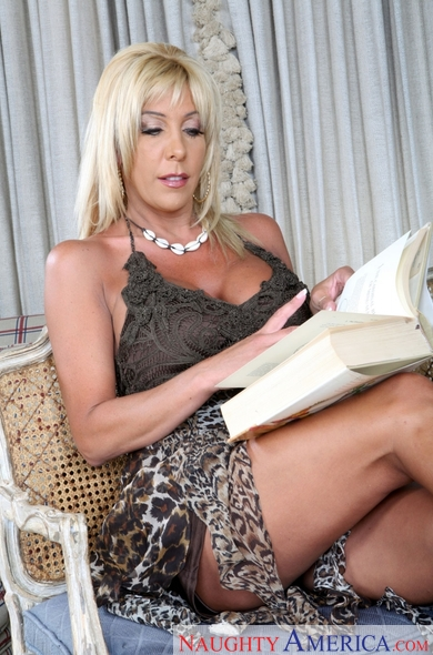 Misty Vonage & Rocco Reed as older woman on the hunt